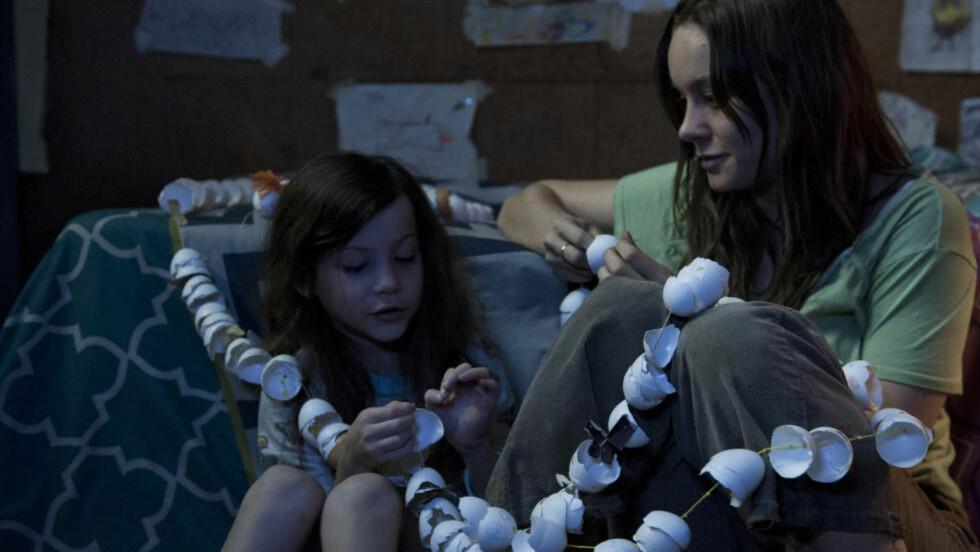 TERNINGKAST FIRE: Samspillet mellom den Oscar-nominerte Larson og den ni år gamle Jacob Tremblay er en av «Room»s store styrker, skriver Dagbladets anmelder.