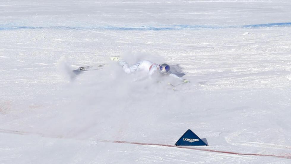 KJØRTE UT: Amerikanske Lindsey Vonn mistet skien i en sving under dagens utforrenn i La Thuile, Italia. Foto: AP Photo/Marco Trovati