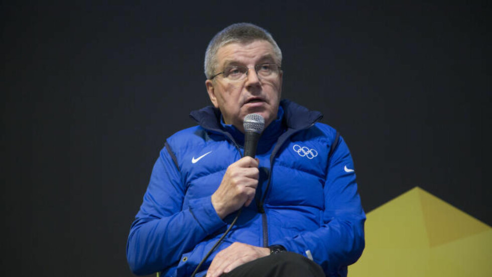 FÅ MØRKE DRESSER:  En enkelt kledd IOC-president oppsummerer Ungdoms-OL på Lillehammer som en stor suksess. Det gjør byen til favoritt i 2026. Om Norge vil. FOTO:Geir Olsen / NTB scanpix.