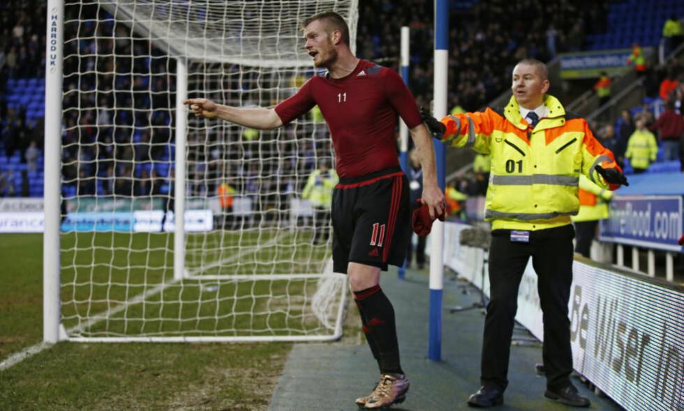 FORBANNA: West Bromwich-spiller Chris Brunt fikk en mynt kastet i ansiktet av en egen supporter etter tapet for Reading i FA Cupen. Foto: Scanpix