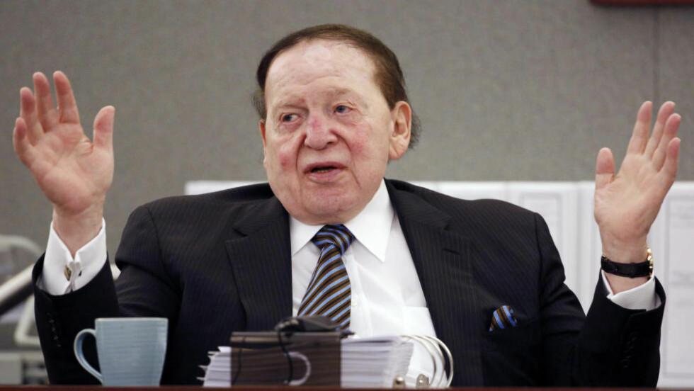 MEKTIG BAKMANN: Toppsjef for Las Vegas Sands, Sheldon Adelson, er en av verdens rikeste menn. Nå lurer de republikanske presidentkandidatene på hvem han vil kaste sine millioner etter. Foto: AP Photo/John Locher
