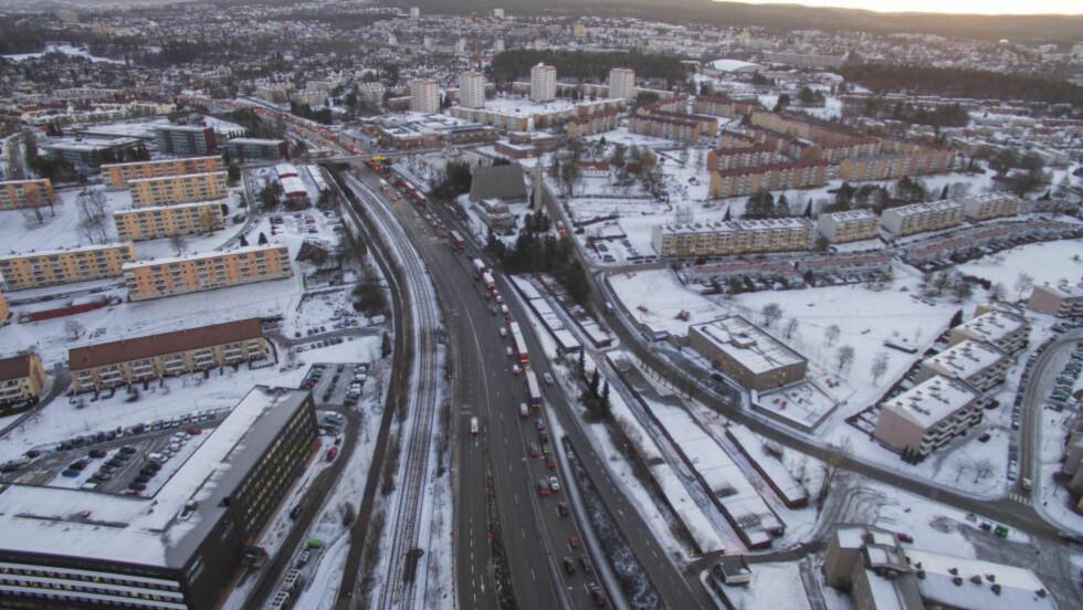 VENTER KØ:  Kapasiteten i tunnelen er redusert med 3.000 biler i timen. Foto: Ivar Ekseth / NTB scanpix