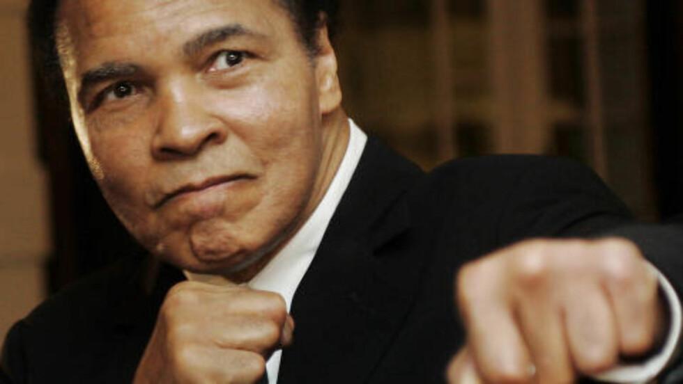 TIDENES CHAMPION. Muhammad Ali er tidenes mest berømte idrettsutøver. Her er humørsprederen i eldre dager. Nå bruker trener Jonathon Banks hans berømte sitat for å beskrive evnene til Cecilia Brækhus. Foto: REUTERS/Andreas Meier/Files