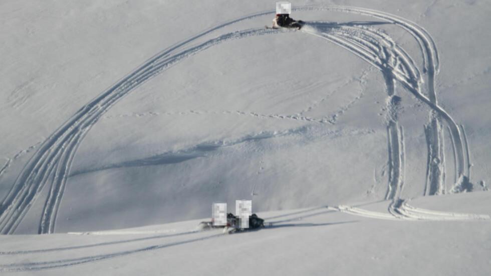 VIL HA SLUTT PÅ ULOVLIG KJØRING:  Troms politidistrikt sier ulovlig kjøring med snøcooter har blitt et massivt problem i fylket. Denne uka ble 21 av 29 personer som ble kontrollert, anmeldt for ulovlig kjøring. Dette bildet ble tatt med helikopter under politiets storkontroller i fjor. Foto: Politiet