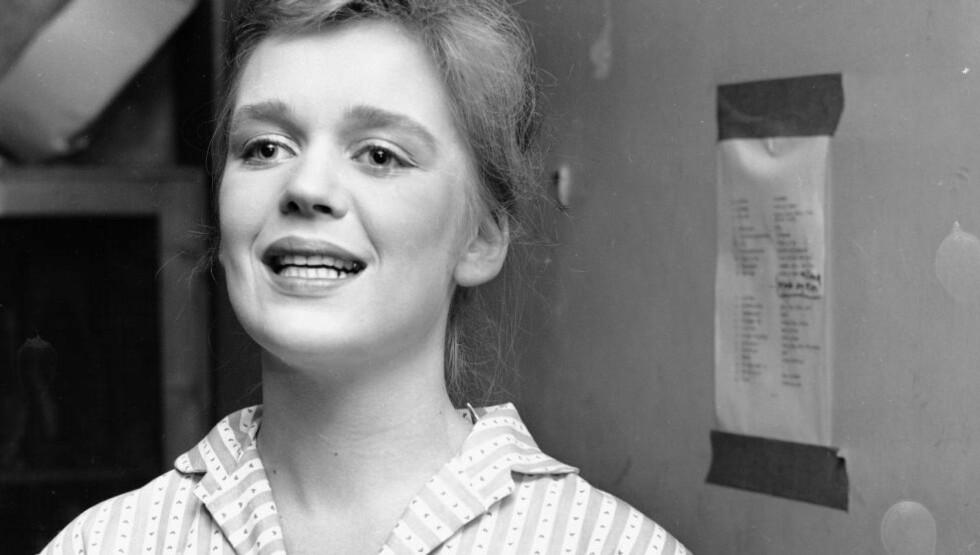 DØD: Kari Diesen er død. Her i Oslo høsten 1956, fra Frogner gymnas som setter opp revy.  Foto: Aktuell / NTB scanpix