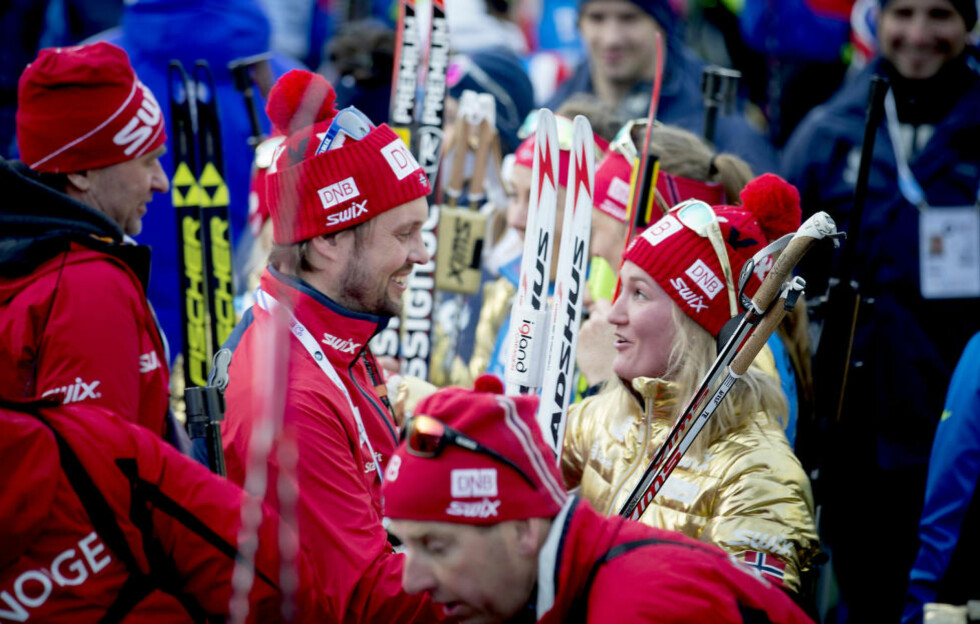 GULL-GREPET: Trener Stian Eckhoff innrømmer at det var et snev av gambling å sette Marte Olsbu inn på sisteetappen. Det ble gull pott. Norge ble verdensmestre - mot de fleste odds.