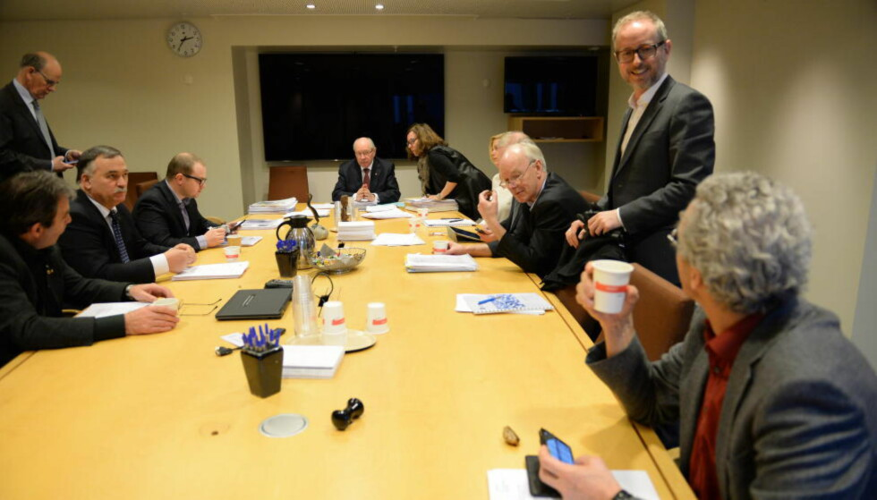 KVITTERER UT: Kontrollkomiteen samlet seg i dag for å avgi sin innstilling til Stortinget om salgene av brukt militært utstyr. Foto: Arne Hoem