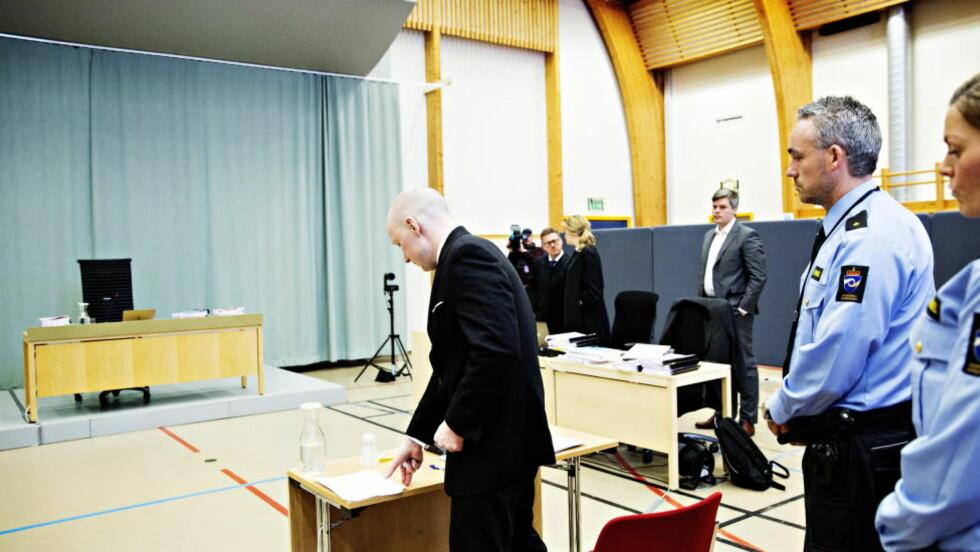FORKLARTE SEG: Anders Behring Breivik klaget over stort og smått i retten i går. Foto: Nina Hansen / Dagbladet