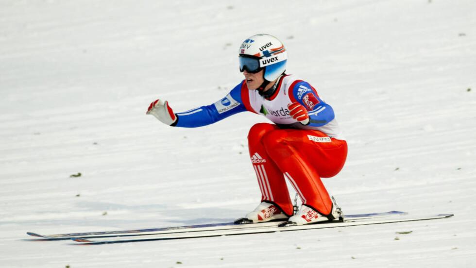 LAAANGT SVEV: Anders Fannemel innehar foreløpig verdensrekorden i skiflyging. Her like etter han landet hoppet i fjor. Foto: Vegard Wivestad Grøtt / NTB scanpix