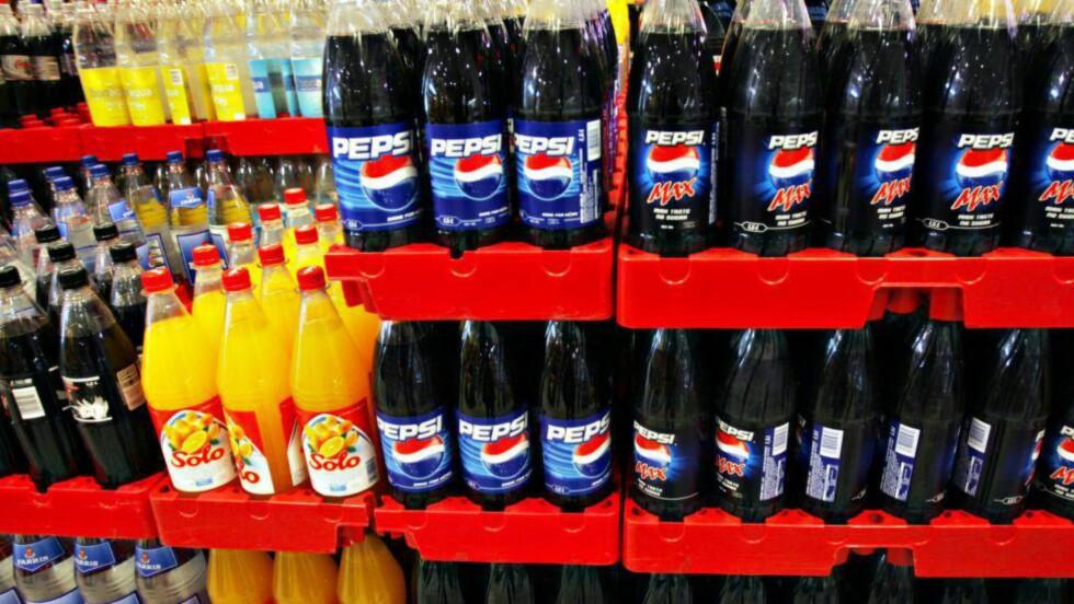 MENER SUKKERSKATTEN DEKKER:  Den norske regjeringa så i fjor på muligheten for å innføre en egen sukkeravgift på brus i Norge. De kom fram til at det blir feil å skille mellom drikke med og uten kullsyre, og mener den generelle sukkerskatten Norge allerede har, holder.