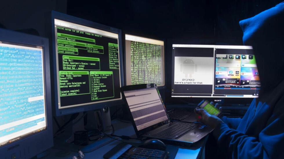 HACKET: Nettsidene til flere av Sveriges største aviser, deriblant Aftonbladet og Expressen, lå nede fra 20-tiden etter å ha blitt utsatt for det som trolig er et omfattende og samkjørt hackerangrep lørdag kveld. Illustrasjonsbilde. Foto: Mike Schröder / Argus / Samfoto / NTB Scanpix
