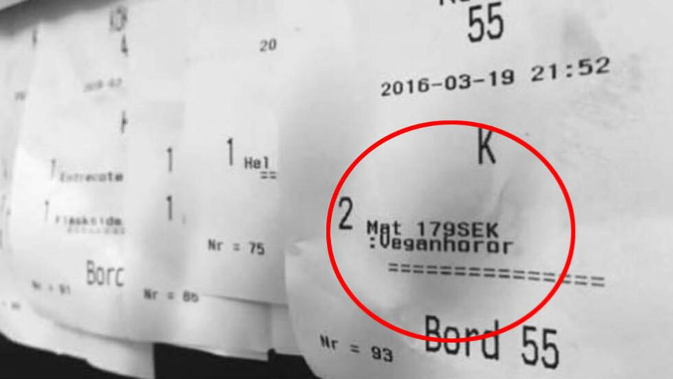 KVITTO: Lørdag kveld la den meritterte kokken Nicklas Ryhnell ut et bilde på Facebook av en kvittering fra restauranten han jobberpå i Södertälje i Sverige.  På bestillingen sto beløpet for bestillingen, hvilket bord maten skulle leveres til og kommentaren «Veganhorer». Foto: Privat