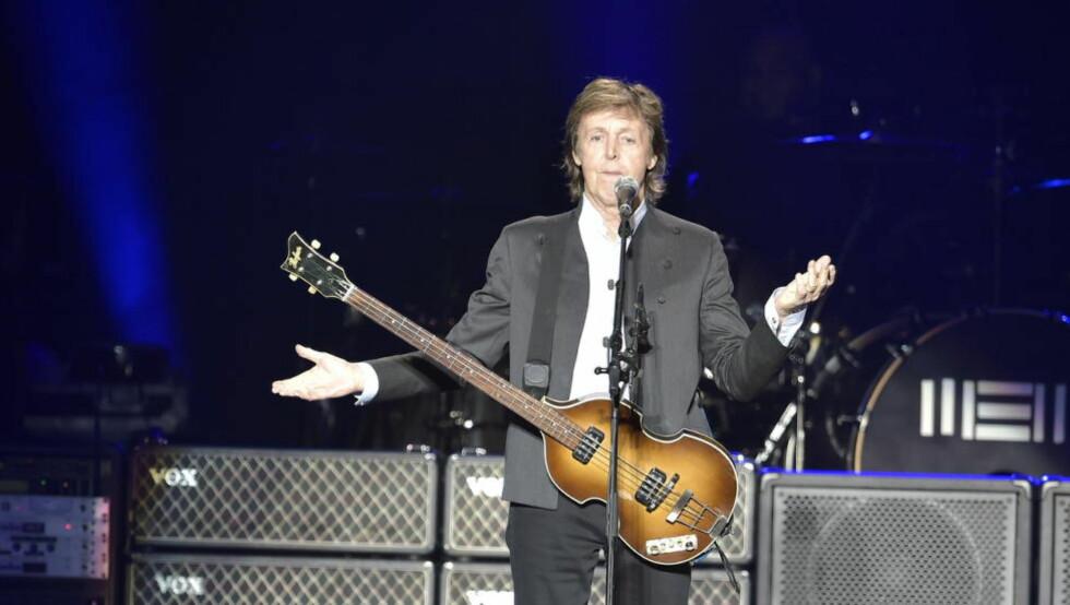 KONGE UTEN LAND: Paul McCartney skrev de fleste Beatles-låtene sammen med John Lennon, men har ikke hatt rettighetene til dem på mange år. Fra 2018 gir en amerikanske opphavslov ham rett til gradvis å kjøpe låtene tilbake fra Sony. Her fra Telenor Arena i fjor sommer. Foto: Hans Arne Vedlog