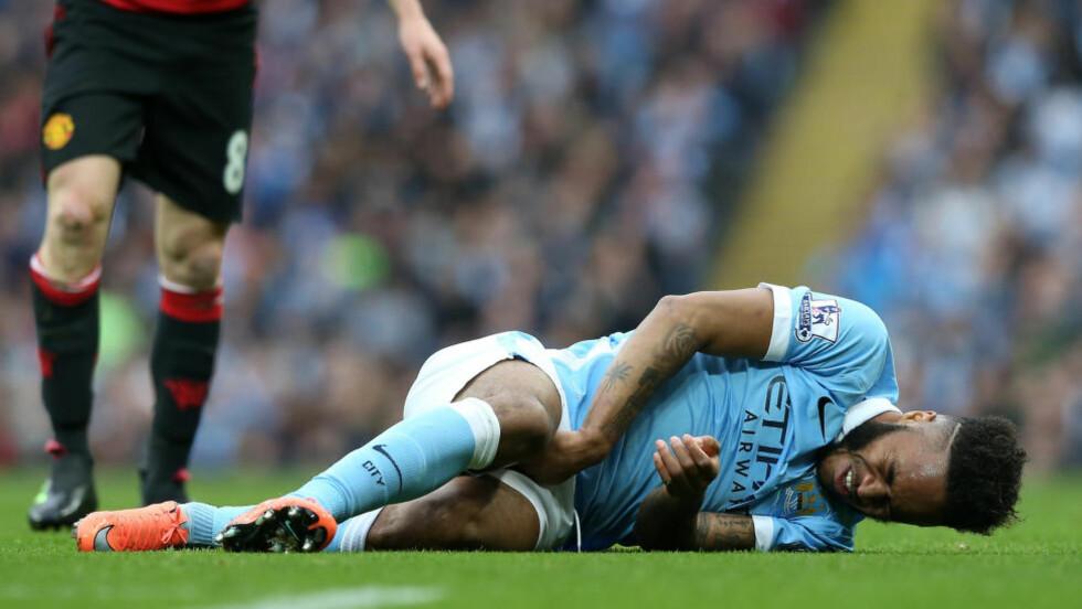 SKADD: Raheem Sterling skadet seg i helgens Manchester-derby og må belage seg på opptil åtte uker på sidelinjen. Foto: NTB Scanpix