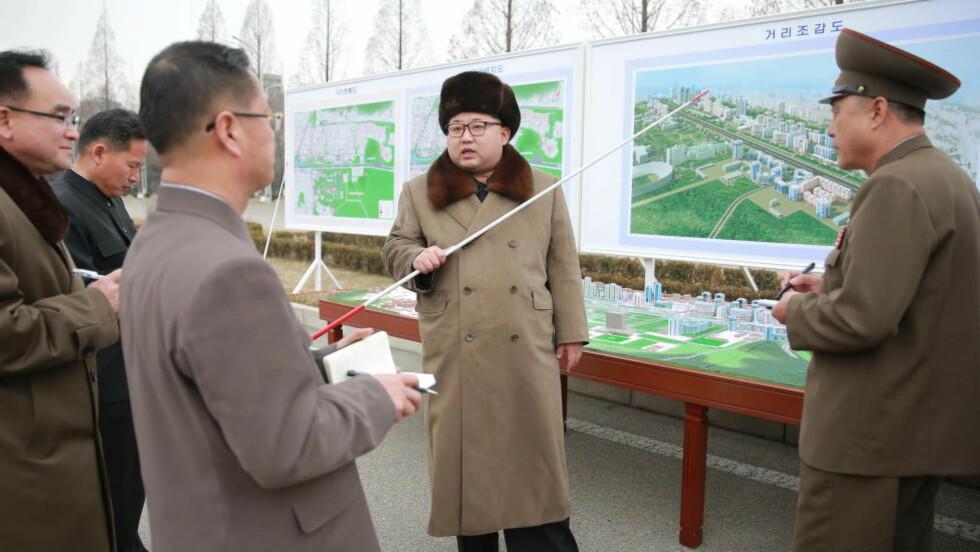 STOLT: Nord-Koreas diktator, Kim Jong-un hevder det isolerte landet har gjennomført en vellykket test av en rakettmotor som bruker fast drivstoff. Foto: Xinhua/Sipa USA)