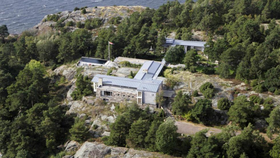 KONGEPARETS FERIEIDYLL: Hvert år ferierer kongefamilien i sitt private sommerparadis på Mågerø ved Tjøme. Foto: CORNELIUS POPPE/ NTB SCANPIX