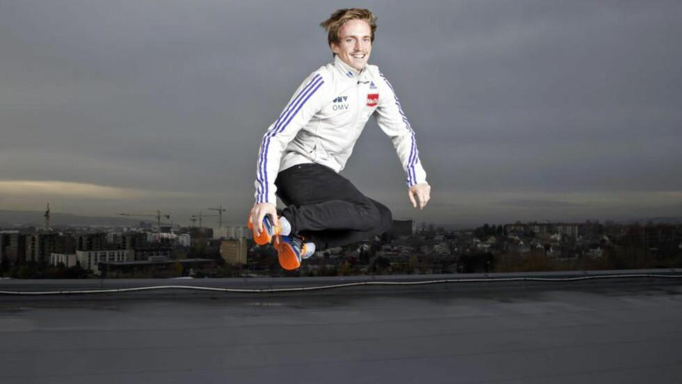 GLEDER SEG: Anders Fannemel er klar for en ny hoppsesong. Verdenscupen starter i Klingenthal i Tyskland til helga. Foto: HEIKO JUNGE/NTB SCANPIX