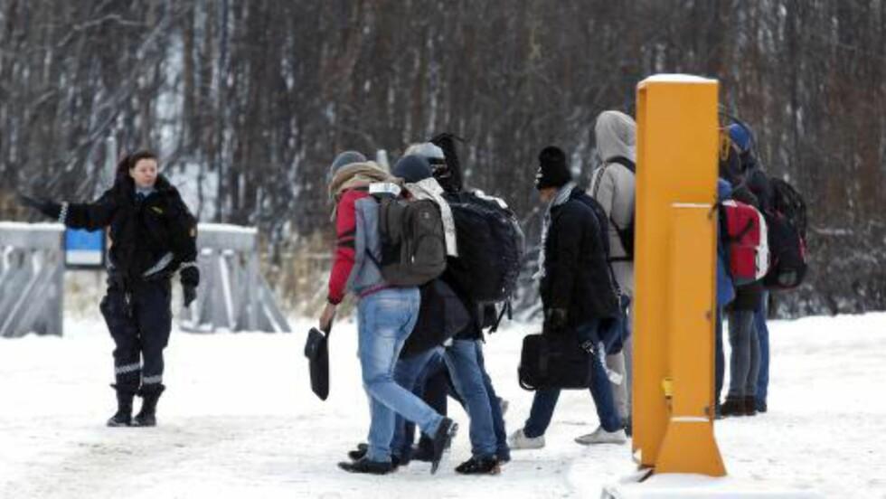LOVENDRING Totalt kom det 796 asylsøkere til grensestasjonen på Storskog i forrige uke, mot 1113 uka før. Torsdag vedtok våre folkevalgte en hastelov som blant annet tillater regjeringen å instruere utlendingsmyndighetene om å returnere asylsøkere med opphold i Russland direkte, uten realitetsbehandling. Foto: Cornelius Scanpix / NTB Scanpix