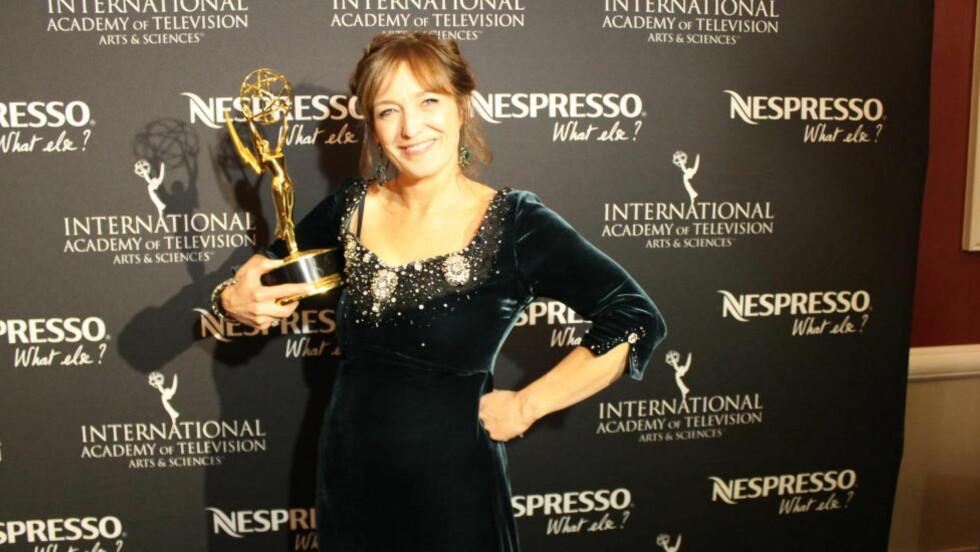 JUBEL: Norske Anneke von der Lippe vant i natt Emmy for rollen sin i serien «Øyevitne» på NRK. Hun er dermed den første norske skuespilleren som har hentet hjem den gjeve prisen. Foto: Vegard Kristiansen Kvaale / Dagbladet
