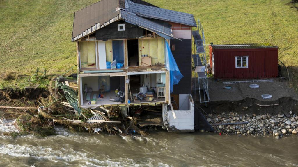 MER RAS OG FLOM: Store nedbørsmengder sendte elva ut over sine bredder og førte til store skader på hus og eiendom i Flåm i 2014. Foto: Tore Meek / NTB scanpix