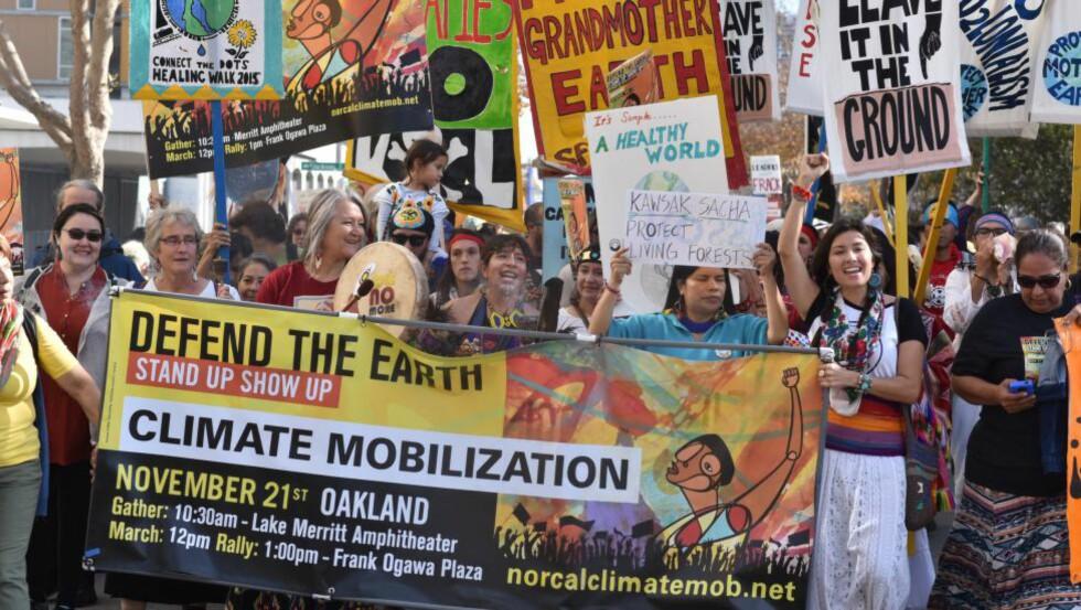 <strong>DEMONSTRERER:</strong> 21. november demonstrerte folk i Oakland i California for klimaet. Demonstrantene marsjerte fra Lake Merritt til Oakland City Hall. Demonstrasjonen var i forkant av COP 21-klimakonferansen, som skal begynne 30. november 2015. Foto: Steve Rhodes / Demotix / Corbis