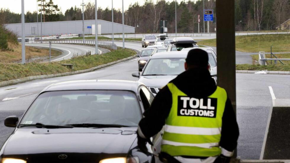TRAPPER OPP:  Norge innfører grensekontroll på alle ferger fra Sverige, Danmark og Tyskland og trapper opp grensekontrollen langs innfartsveiene til Norge fra torsdag klokka 08.00. Foto: NTB Scanpix