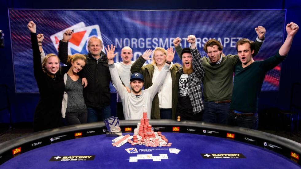 POKERMESTER:  Felix Stephensen stakk av med poker-seieren og en premiesum på småpene 1,4 millioner kroner. Foto: NTB Scanpix.