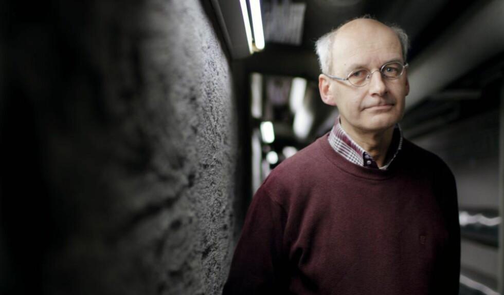 BOKAKTUELL:  Filosofiprofessor, forfatter og skribent Arne Johan Vetlesen mener IS tilbyr fellesskap til unge som føler seg utenfor. - Vesten må få bedre ungdomsarbeidere enn IS, mener han. Foto: Fartein Rudjord