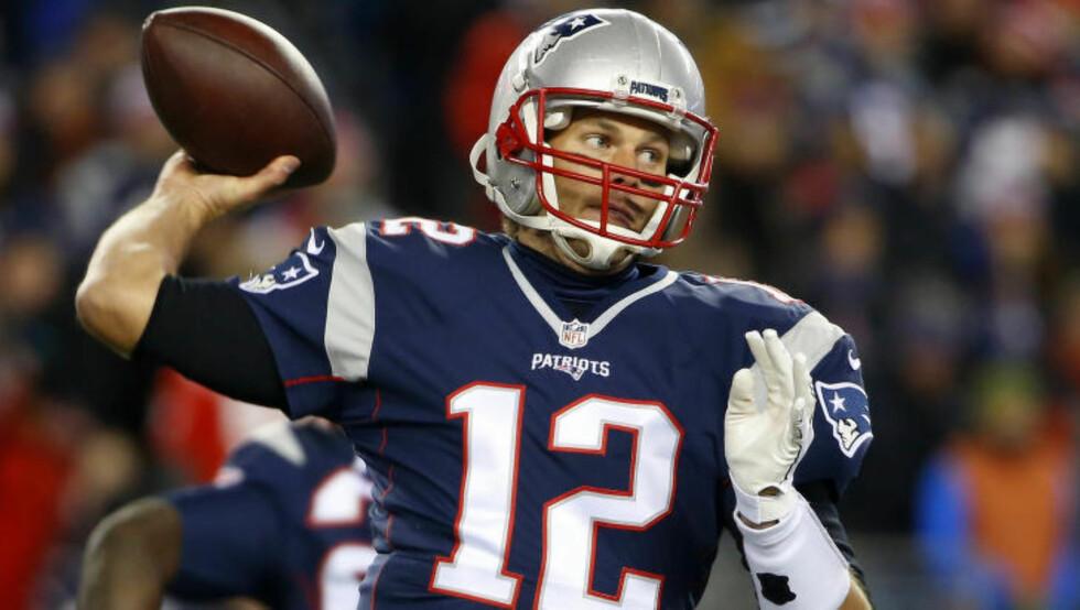 <strong>I FORM:</strong> 38-årige Tom Brady har storspilt for New England Patriots denne sesongen, og ledet laget til ti strake seirer. Foto: Winslow Townson / USA TODAY Sports / NTB Scanpix