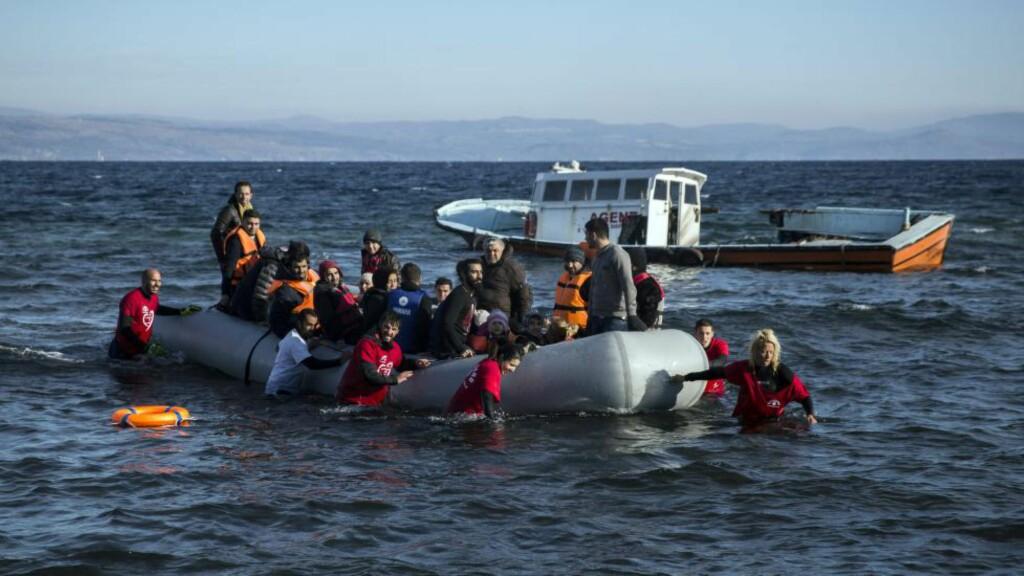 REKORDANTALL: Så langt i år har over 773 000 flyktninger og migranter krysset Middelhavet til Europa, ifølge Den internasjonale organisasjonen for migrasjon (IOM). Over 3.420 mennesker har omkommet eller forsvunnet i forsøket. Foto: Santi Palacios / AP Photo / NB scanpix