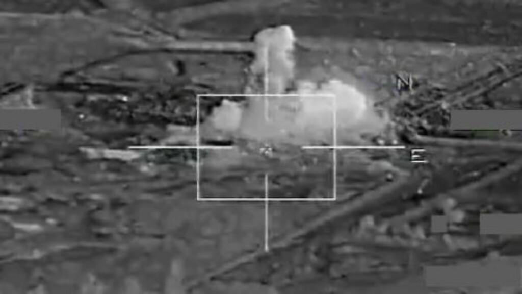 FRANSK BOMBING:  Franskmennene har offentliggjort bilder av ett av sine bombeangrep av den IS-kontrollerte hovedstaden Raqqa, i Syria. Foto: Abacapress / Scanpix