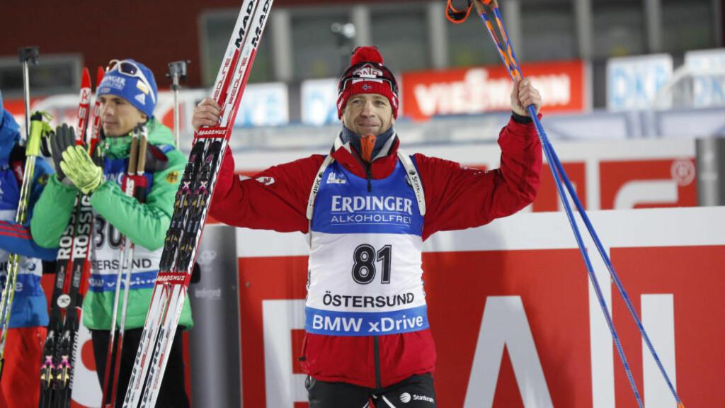 TILBAKE PÅ TOPPEN: Ole Einar Bjørndalen knuste konkurrentene i sesongens første individuelle verdenscuprenn. Når startskuddet går for VM på hjemmebane i mars neste år, forventer han å være vesentlig sterkere. Foto: Christine Olsson/TT / NTB scanpix