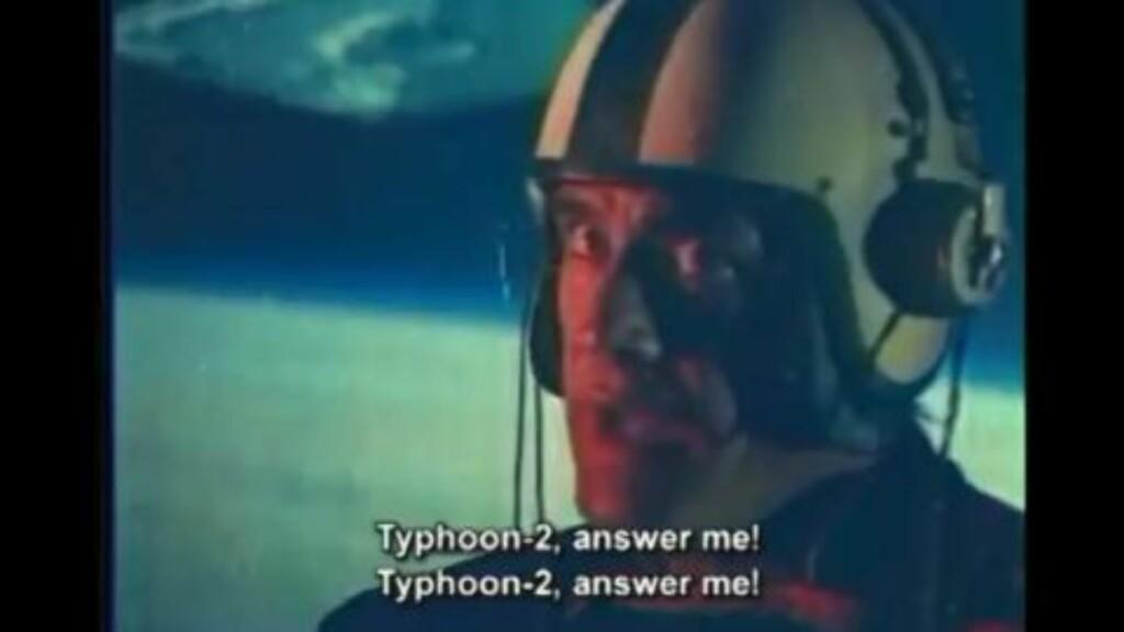 STAY ON TARGET: X-Wing-pilot Ali er forståelig nok stressa, han sitter foran et lerret med en Star Destroyer i bakgrunnen. Bilde: Turkish Star Wars
