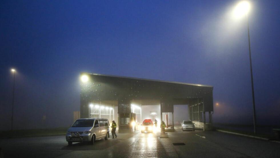 GRENSEKONTROLL:  Den midlertidige grensekontrollen forlenges med 20 dager. Foto: Scanpix