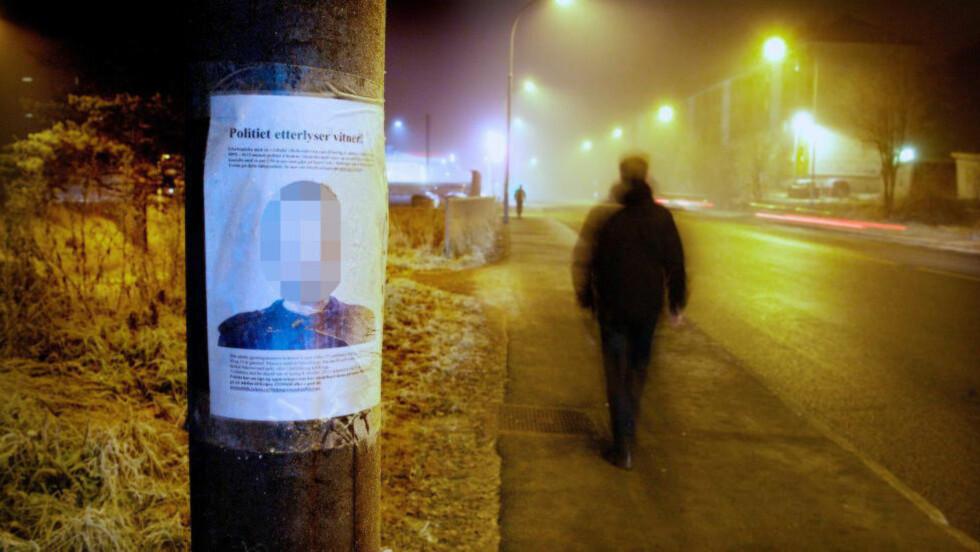 GODE VITNEOBSERVASJONER:  Politiets tegner lagde denne plakaten som ble hengt opp i nærområdet etter en 18 år gammel jente ble overfalt og voldtatt i Hellerudveien i Oslo natt til en lørdag høsten 2011. FOTO: EIRIK HELLAND URKE/DAGBLADET.