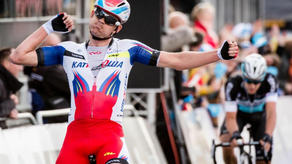 MONUMENTAL: Alexander Kristoff fulgte opp triumfen fra Milano-Sanremo med å vinne Flandern rundt denne sesongen. Før ham hadde ingen nordmenne klart å vinne sykkelsportens monumenter. (AP Photo/Geert Vanden Wijngaert)