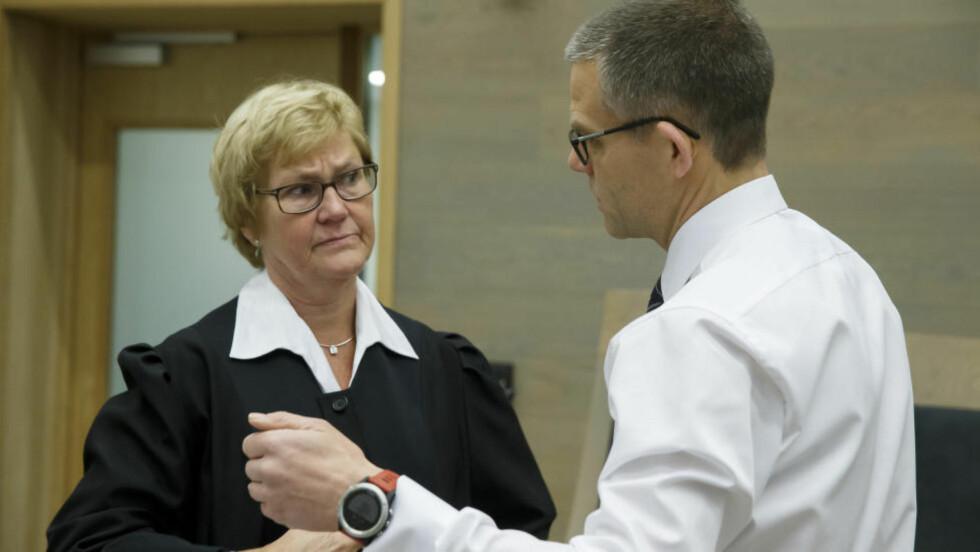 PÅSTAND OM STRENG STRAFF:   Aktor, statsadvokat Marit Bakkevig, her sammen med forsvarer Vegard Aaløkken, har i dag holdt sin prosedyre i overgrepssaken i Gjøvik tingrett. Foto: Cornelius Poppe, NTB Scanpix.