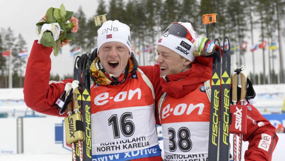 BRØDRENES JUBELDAG: Johannes Thingnes Bø (22) tok sitt første VM-gull under mesterskapet i Kontiolahti. Seieren smakte enda bedre siden storebror Tarjei sikret seg bronse.  Foto: John T. Pedersen / Dagbladet
