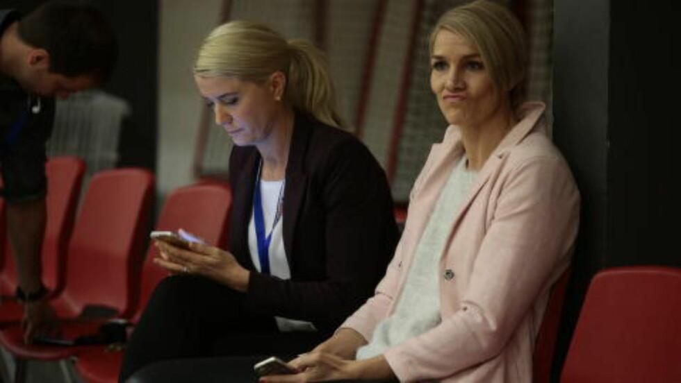 EKSPERT: Gro Hammerseng-Edin er en del av TV 2s ekspertpanel i håndball-VM. Her er hun med TV 2-kollega Randi Gustad. Foto: Bjørn Langsem