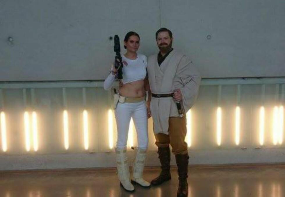 STAR WARS-KJÆRLIGHET: Ann Catrin og Einar cosplayer som Padme og Obi-Wan. Foto: PRIVAT