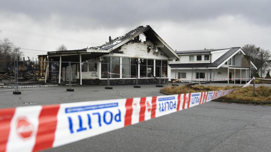 NEDBRENT: Det planlagte asylmottaket, Hotell Lune Huler i Lindås brann ned til grunnen 6. desember i år. Foto: Marit Hommedal / NTB scanpix
