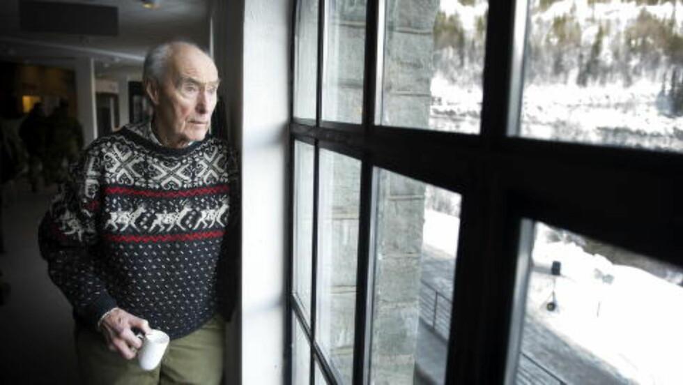 KRIGSHELT:: Joachim Rønneberg er den siste overlevende av gruppen fra Kompani Linge som gjennomførte tungtvannsaksjonen på Vemork i 1943. Han var også en av pådriverne for å markere den gamle fabrikken. Her er han avbildet på Vemork i 2012. Foto: Øistein Norum Monsen / DAGBLADET