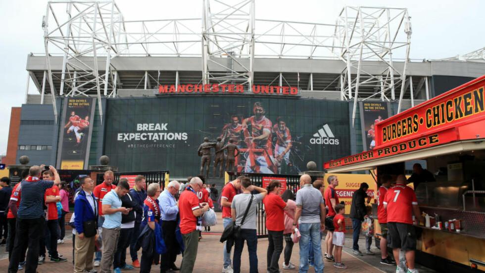 SUPPORTERE PÅ TUR: Hele 93 000 nordmenn reiste til Storbritannia for å se Premier League-kamp forrige sesong.