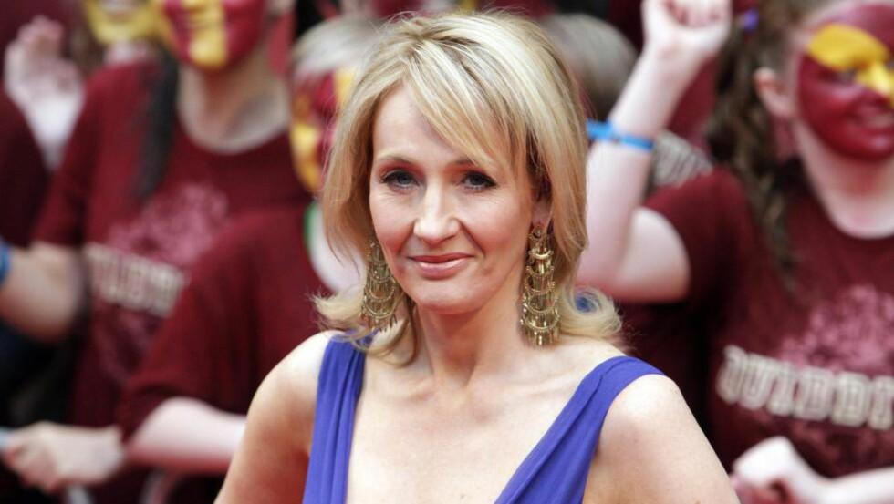 AKTIV POTTER-TVITRER: J.K. Rowling holder fortsatt hypen rundt «Harry Potter» i live og deler informasjon rundt universet hun har skapt på Twitter. Foto:   EPA/JONATHAN BRADY
