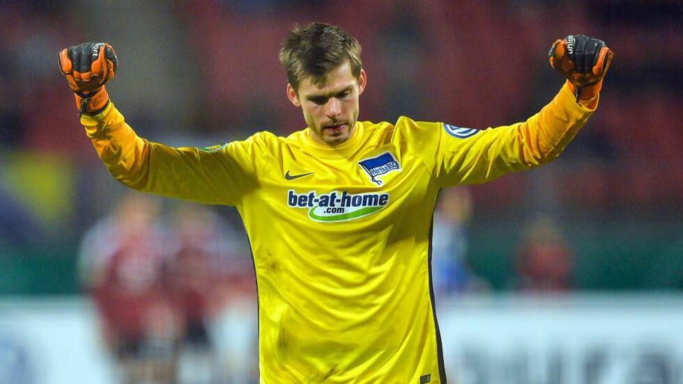 HOLDT NULLEN: Rune Jarstein holdt nullen da Hertha Berlin vant 2-0.  Foto: EPA/MATTHIAS MERZ/NTB Scanpix