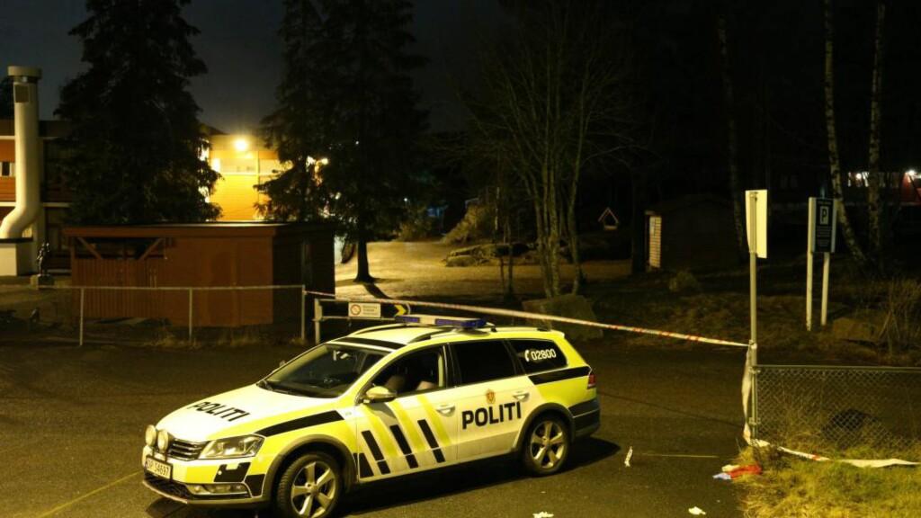 SLAGSMÅL:  Nødetatene på plass der flere personer skal være knivstukket under et slagsmål på Vestli i Oslo. Foto: Audun Braastad / NTB scanpix