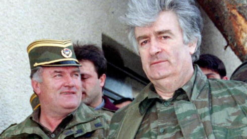 KRIGSHERRER:  Krigsforbrytertiltalt6e Radovan Karadzic (til høyre) og general Ratko Mladic i Vlasic-fjellene i  Banja Luka i april 1995. Foto: Ranko Cukovic, Reuters/NTB Scanpix.