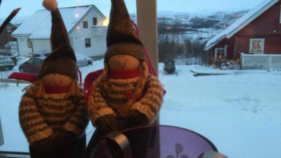 ORDENTLIG JULESTEMNING: I Sandnes i Sør-Varanger er det både snø og nisser! melder Johanne.
