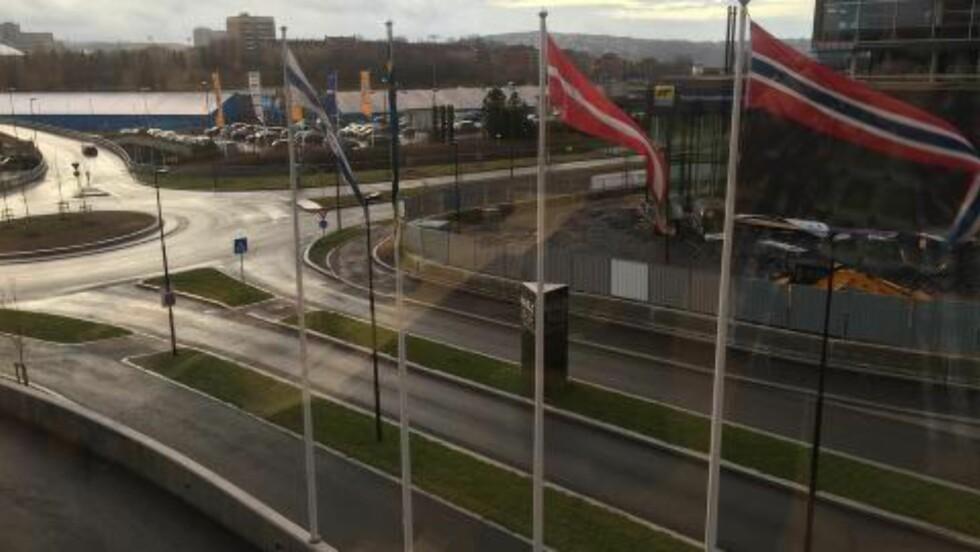 NÅ ER DET JUL IGJEN:Vi har nordiske flagg og en byggeplass, men lite snø på Hasle/Økern.