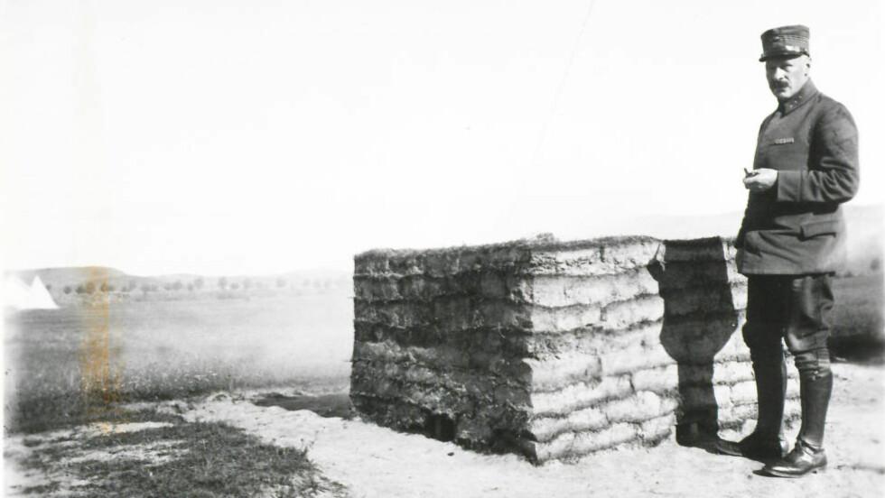 HISTORISK: Joakim Sveder Bang var legen som kong Olav mente var en like stor kriger som han var kirurg. Her fotografert under det som trolig er første verdenskrig. Foto: RIKSARKIVET